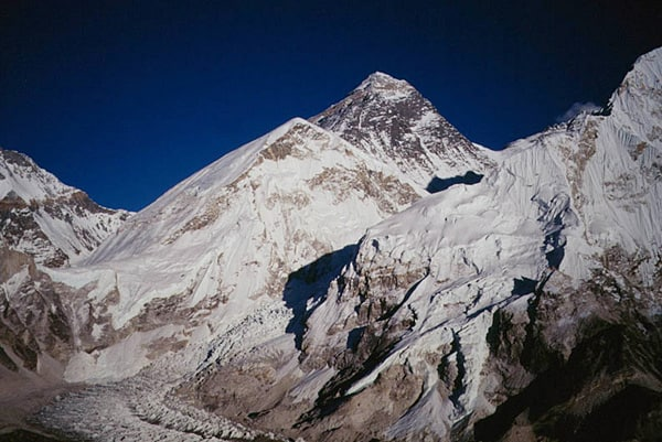 Mt_Everest_Tore_Groenne.jpg